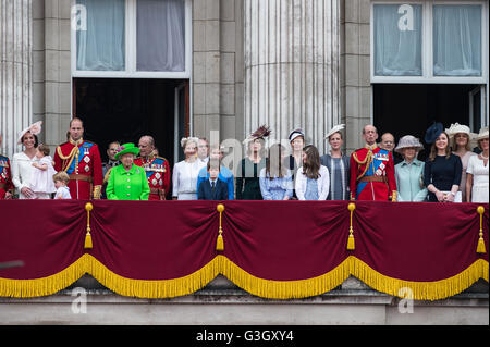 London, UK. 11th June 2016. The royal family stands on the balcony of Buckingham Palace  during the Queen's 90th - Stock Photo