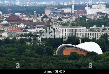 Berlin, Germany. 10th June, 2016. View on the Tiergarten and the Huas der Kulturen der Welt (lit. house of the world's - Stock Photo