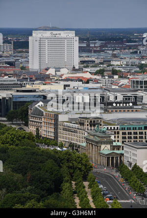 View on the Charite's Bettenhaus from Potsdamer Platz in Berlin, Germany, 10 June 2016. Photo: Jens Kalaene/dpa - Stock Photo