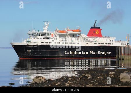 Caledonian MacBrayne ferry Caledonian Isles (Eileanan Chaledonia) leaving Brodick Pier on the Isle of Arran, Scotland. - Stock Photo