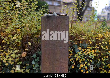 Grab, Heiner Mueller, Dorotheenstaedtischer Friedhof, Chausseestrasse, Mitte, Berlin, Deutschland / Dorotheenstädtischer - Stock Photo