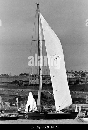 AJAX NEWS PHOTOS. 1974. PLYMOUTH, ENGLAND - ROUND BRITAIN RACE. ROBIN KNOX JOHNSTON'S 70FT CATAMARAN BRITISH OXYGEN - Stock Photo