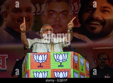 Asansol, India. 07th Apr, 2016. Indian Prime Minister Shri Narendra Modi, gestures during a public meeting organized - Stock Photo