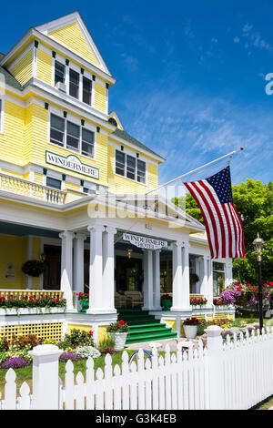 Windermere Hotel on historic Mackinac Island. - Stock Photo