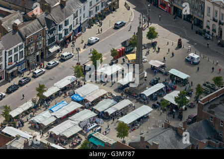 An aerial view of Ripon's outdoor market - Stock Photo