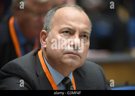 Bonn, Germany. 13th June, 2016. The editor in chief of the Turkish newspaper 'Huerriyet', Sedat Ergin, awardee of - Stock Photo