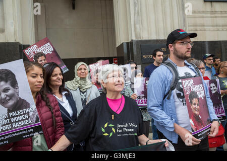 Detroit, Michigan, USA. 13th June, 2016. Supporters of Palestinian-American activist Rasmea Odeh (second from left) - Stock Photo