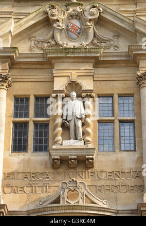 Statue of Cecil Rhodes on Oriel College Building in Oxford High Street. note: this image is not obscured by anti - Stock Photo