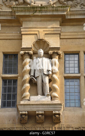 Statue of Cecil Rhodes on Oriel College Building in High Street, Oxford Note: This image is not obscured by anti - Stock Photo