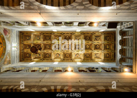 Coffer ceiling, Interior of the medieval cathedral of the Archdiocese of Pisa - Stock Photo