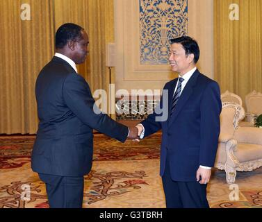 Beijing, China. 15th June, 2016. Chinese Vice President Li Yuanchao (R) shakes hands with Sierra Leone's Foreign - Stock Photo
