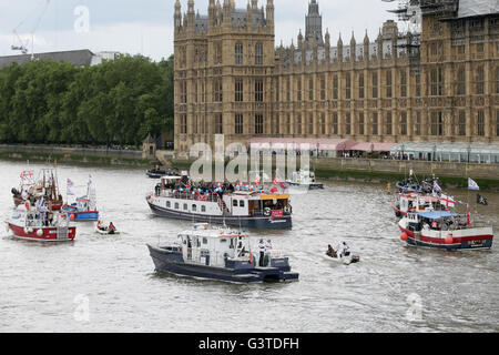 London, UK. 15th June, 2016. Boats of a flotilla participate in a campaign supporting Britain to leave the European - Stock Photo