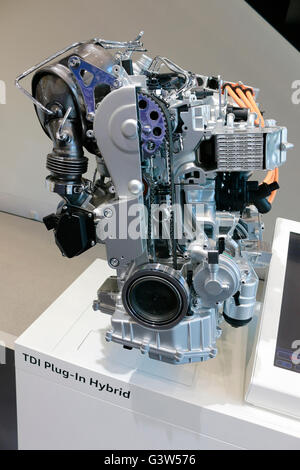 ein VW/ Volkswagen Hybrid-Motor, Berlin. - Stock Photo