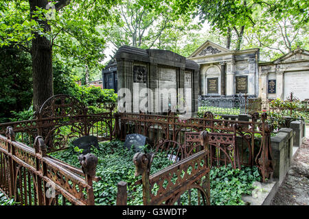 Cemeteries at the Halleschen Tor, tombs, partly from the 18th century, historical tombs, district of Kreuzberg, Berlin, Germany