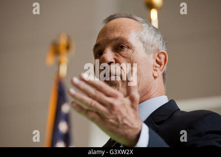 Washington, DC, USA. , . U.S. Customs and Border Protection Commissioner R. Gil Kerlikowske holds a swearing in - Stock Photo
