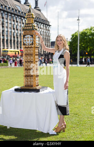 London, UK. 15th June, 2016. Donna Air, actress and model puts the finishing touches on a six foot Big Ben made - Stock Photo