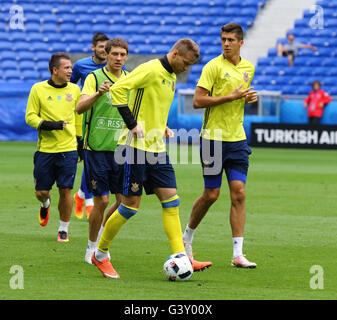 Lyon, France. 15th June, 2016. Players run during Open training session of Ukraine National Football Team before - Stock Photo