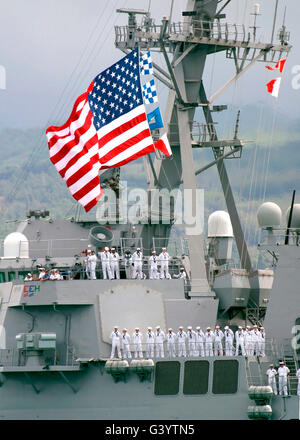 U.S. Navy Sailors line the rails aboard the Guided Missile Destroyer USS Paul Hamilton. - Stock Photo