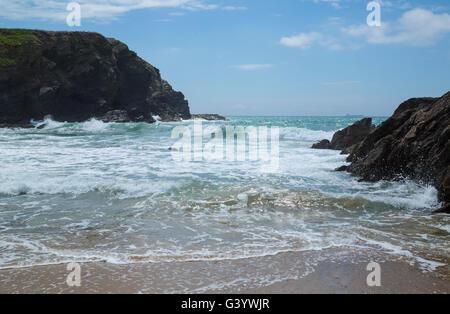 Waves coming on to dollar cove at gunwalloe cornwall - Stock Photo