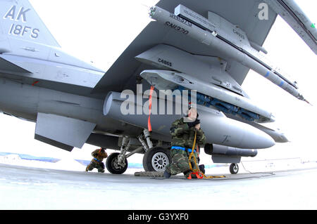 U.S. Air Force Airmen prep an F-16C Fighting Falcon aircraft. - Stock Photo