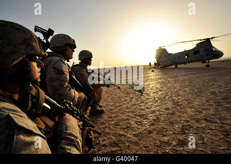 U.S. Marines providing security for a CH-46E Sea Knight helicopter in Grand Bara, Djibouti, Africa. - Stock Photo