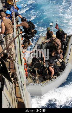 A task force team returns to ship after conducting counter-piracy operations in the Gulf of Aden. - Stock Photo