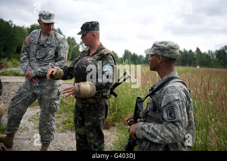 U.S. Army paratroopers train with Ukrainian Army paratroopers. - Stock Photo