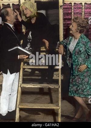 Sky West And Crooked, aka: Gypsy Girl, Großbritannien 1965, Regie: John Mills, Darsteller: Hayley Mills (Mitte) - Stock Photo