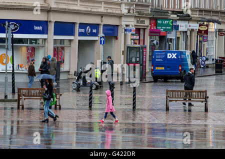 Dundee, Tayside, Scotland, UK. June 17th 2016. UK Weather: Daily life continues despite a week of constant rain - Stock Photo
