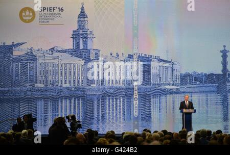 St. Petersburg, Russia. 17th June, 2016. Russian President Vladimir Putin speaks during the 20th St. Petersburg - Stock Photo