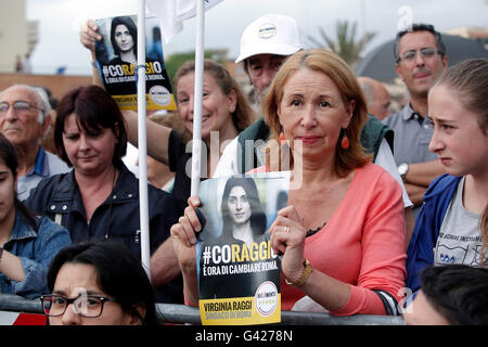 Rome, Itlay. 17th June, 2016. Rome 17th June 2016. Closing of the electoral campaign of the candidate Mayor of Rome - Stock Photo