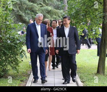 Belgrade, Serbia. 17th June, 2016. Chinese President Xi Jinping (R) meets with Serbian President Tomislav Nikolic - Stock Photo