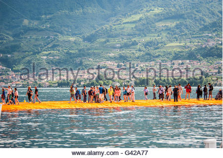 Lake Iseo, Italy. 18th June, 2016. Visitors walk on The Floating Piers of Christo at Sulzano on June 18, 2016 in - Stock Photo