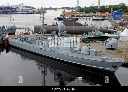 Wilhelmshaven, Germany. 18th June, 2016. Former fast attack craft 571 'Gepard' from the Federal Navy can be seen - Stock Photo