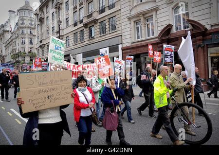 London, UK. 18th June 2016. Housing campaigners organised by Kill the Housing Bill march against government plans - Stock Photo
