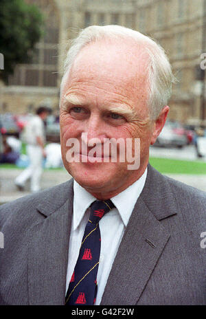 PAP LON 24 26.4.95. Library file (256901-10), dated 17.9.93. Conservative MP Winston Churchill. Papers  belonging - Stock Photo