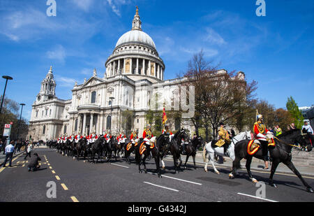 Household cavalry and soldiers passing St Paul's Cathedral in London as part of the Queens' birthday celebrations - Stock Photo