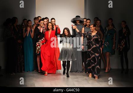 Issa Catwalk - London Fashion Week - Stock Photo