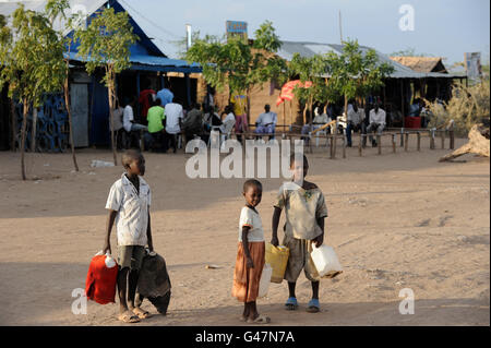 KENYA Turkana Region, UNHCR refugee camp Kakuma, where permanent 80.000 refugees from Somalia, Ethiopia, South Sudan - Stock Photo
