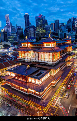 Long exposure shot of sunset over Singapore Chinatown with the Buddha Tooth Relic Temple in the foreground and the - Stock Photo