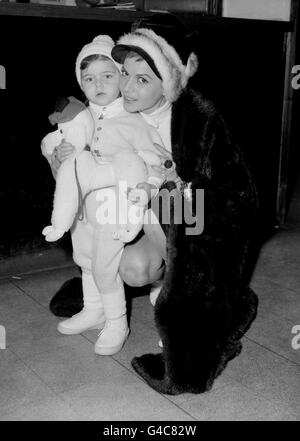 PA NEWS PHOTO 4/12/59 HUNGARIAN BORN ACTRESS EVA BARTOK WITH HER DAUGHTER DEANNA GRAZIA AT HEATHROW AIRPORT IN LONDON - Stock Photo