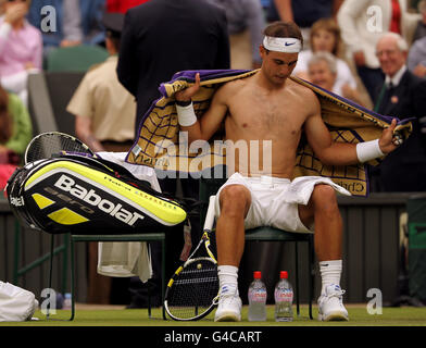 Tennis - 2011 Wimbledon Championships - Day Three - The All England Lawn Tennis and Croquet Club - Stock Photo