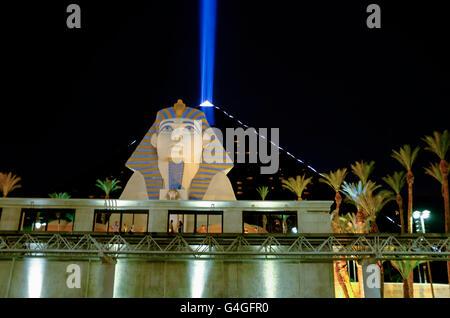 Luxor Hotel & Casino / Night View, Las Vegas, Nevada, USA