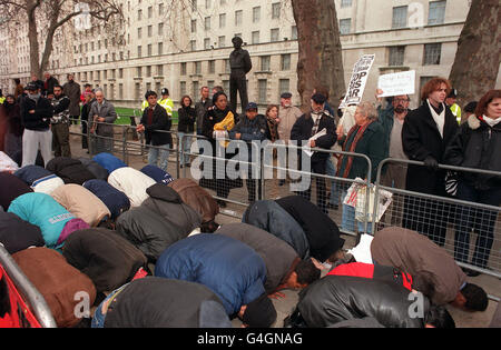 DEMO Muslims Monty - Stock Photo