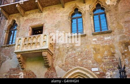 Romeo and Juliet balcony, Casa di Giulietta, Verona old town, Veneto region, Italy - Stock Photo