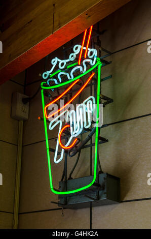A Vintage looking advertisement in Neon for 7-up soda pop - Stock Photo