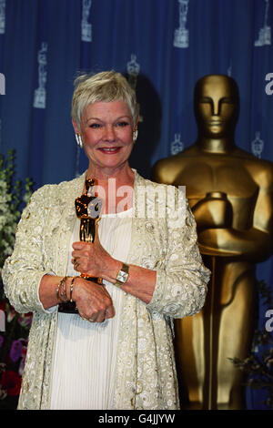 Actress Dame Judi Dench with her Oscar at the 71st annual Academy Awards in Los Angeles, where she won Best Supporting - Stock Photo