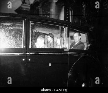 Royalty - Royal Family Leave for Sandringham - London - Stock Photo