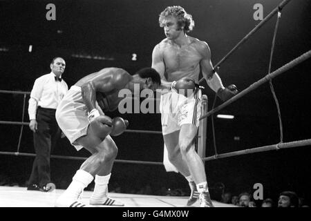 Boxing - Heavyweight - Joe Bugner v Joe Frazier - Earls Court Arena, London - Stock Photo