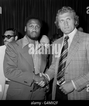 Boxing - Heavyweight - Joe Frazier v Joe Bugner - Press Conference - The Sportsmen's Club, London - Stock Photo